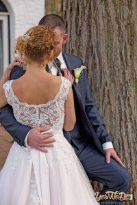 Bruid en Bruidegom innig samen